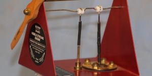 Motor de Stirling que funciona sobre uma caneca de chá